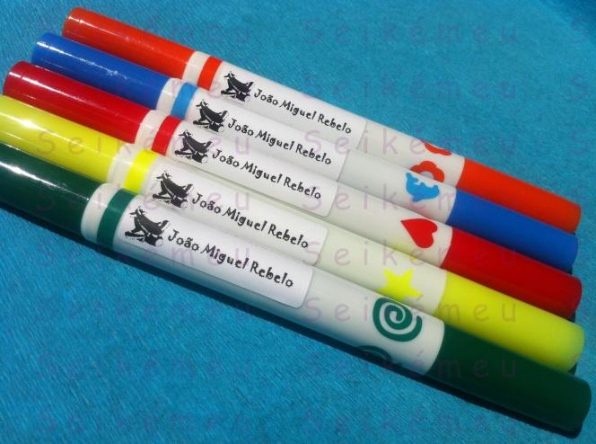 Na escola - Canetas com etiquetas autocolantes